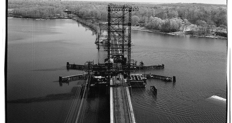 Rail bridge in East Bronx